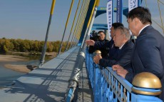 Familiarization with construction of a bridge across the Irtysh River